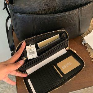 Michael Kors Bags - Beautiful MK bag set 🖤